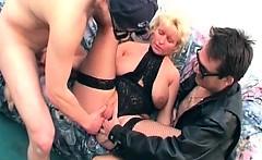 Nice old slut having her pussy fingered