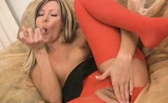 hottie in red yoga pants masturbating on webcam