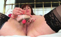 English mum Tori works her hairy pussy with a dildo