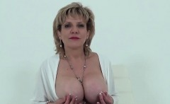 Unfaithful uk milf lady sonia shows her big puppies