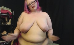 Curvy MILF Plays With Her Fat Belly