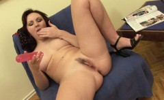 brunette babe masturbates while waiting for her lover