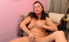 Young milf showing her pussy and fingering