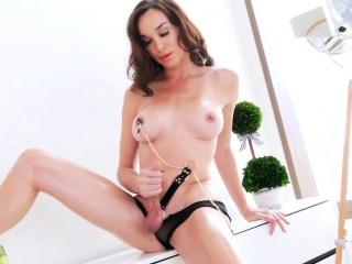 Gorgeous shemale Jonelle Brooks handjobs until she cums