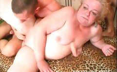 3some with mature sucking and fucking dicks