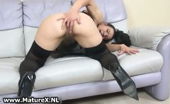 Hairy mature housewife loves finger