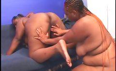 Lesbian BBW ebony gets pussy tasted from behind