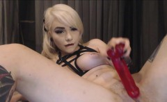 Blonde webcam chick loves to masturbate anal
