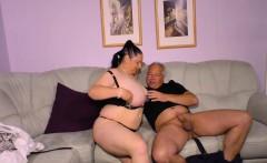Hausfrau Ficken - German granny fucks her husband on camera