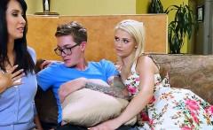 Teen Shares Well Hung Boyfriend With Stepmom