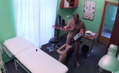 Teen gal got her pussy banged by doctor