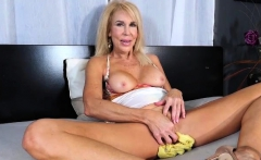 Sexy MILF Erica Lauren Rubs One Out