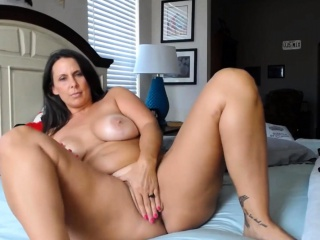 MILF with sexy curvy body ready to get super naughty