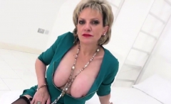 Unfaithful uk milf gill ellis reveals her giant tits19ZWO