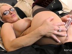 British Mature Babe Tara Spades Catches A Glimpse Of The