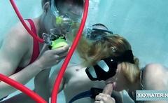 Threesome in the pool between Minnie Manga