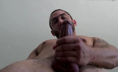 Muscled audition amateur cums in solo action
